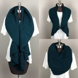 Green Chunky Knit Infinity Scarf Sweater Vest NWT